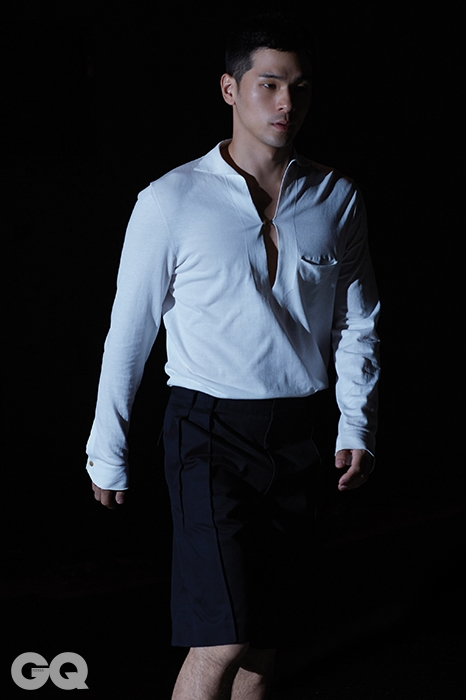 셔츠 가격 미정, 에르메네질도 제냐 쿠튀르 컬렉션 by 스테파노 필라티. 쇼츠 가격 미정, 발렌시아가.
