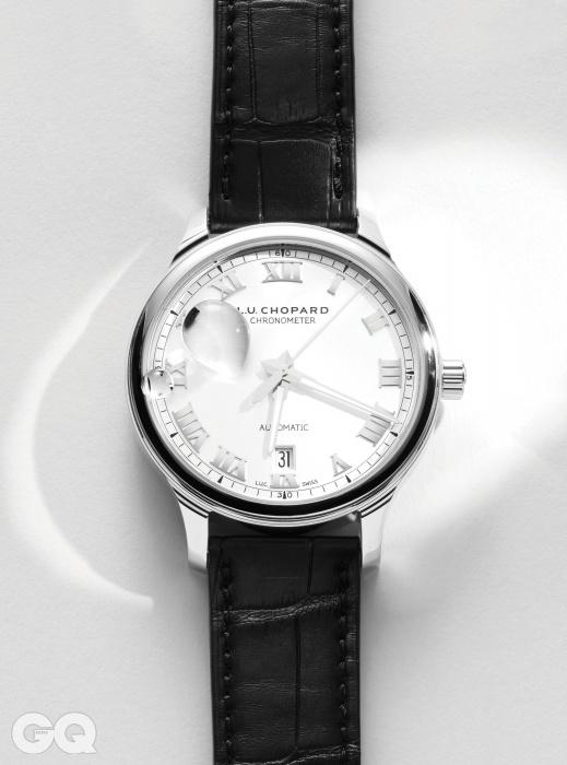 모범적인 규칙을 따라 만든 몽환적인 시계. 제작자의 진심이 느껴져 오히려 소박하게 해석된다. 사심 섞인 애정을 주고 싶은 직경 42mm 시계 L.U.C 1937 클래식 2천5백69만원, 쇼파드.