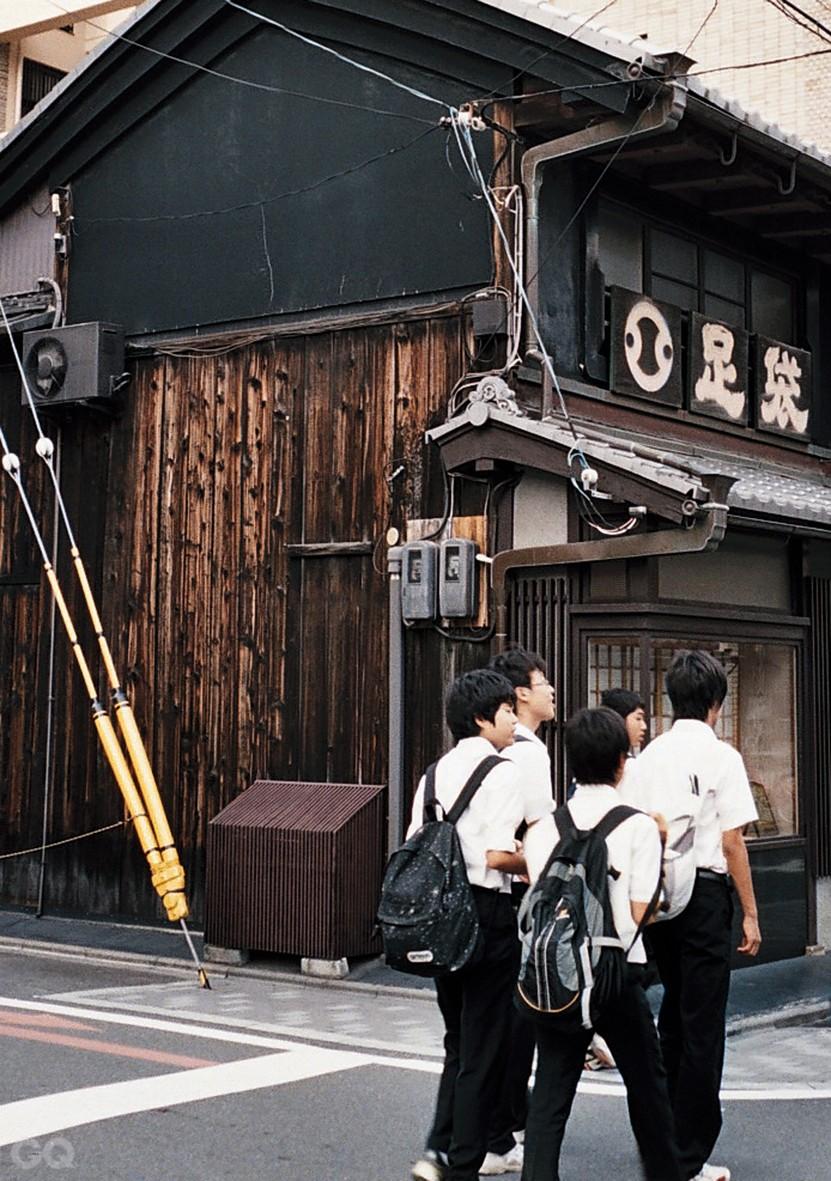 J Photo02_2A-1