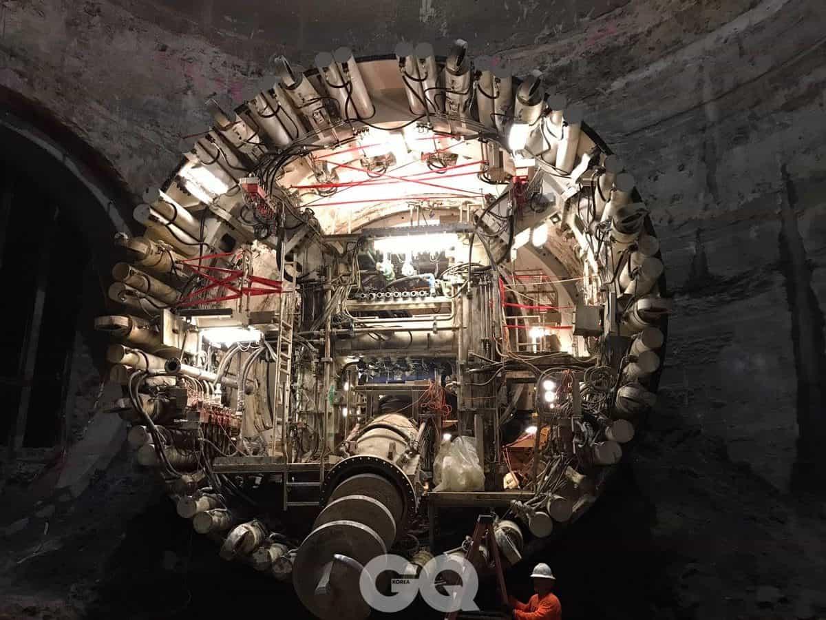 엘론 머스크가 트위터에 공개한 터널 사진.