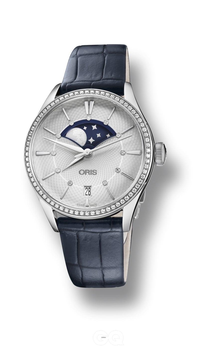 남성용 모델의 디자인을 그대로 따르면서 사이즈만 줄인 것이 아니라, 83개의 다이아몬드 장식과 커다란 문페이즈, 기요셰 장식 등으로 여성스러움을 강조한 오리스 아틀리에 그란데 룬.