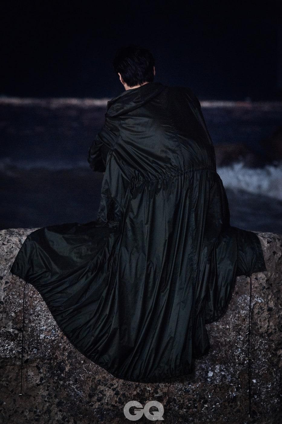 코트 가격 미정, 베르사체.