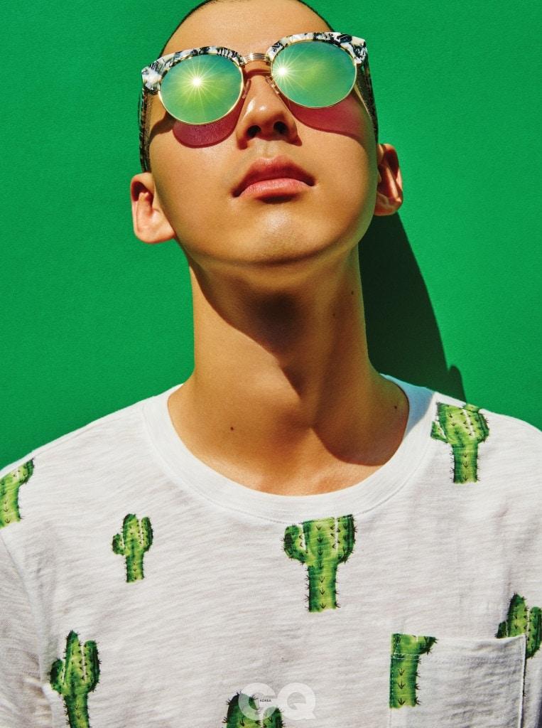 선인장 무늬 티셔츠 5만8천원, 게스 진. 선글라스 24만9천원, 키블리.