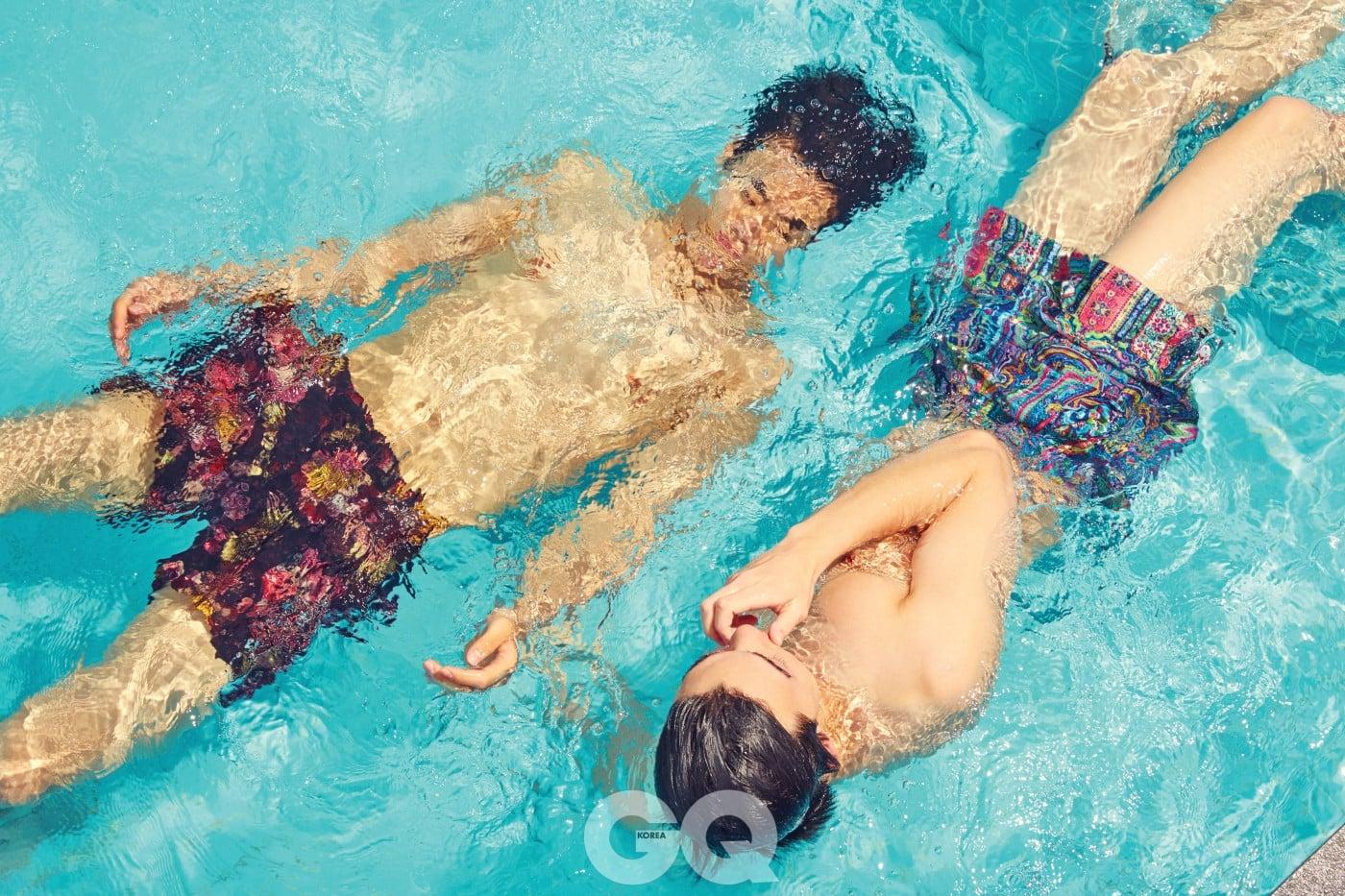 꽃무늬 수영복 가격 미정, 디올 옴므. 페이즐리 수영복 5만9천원, 자라 홈.