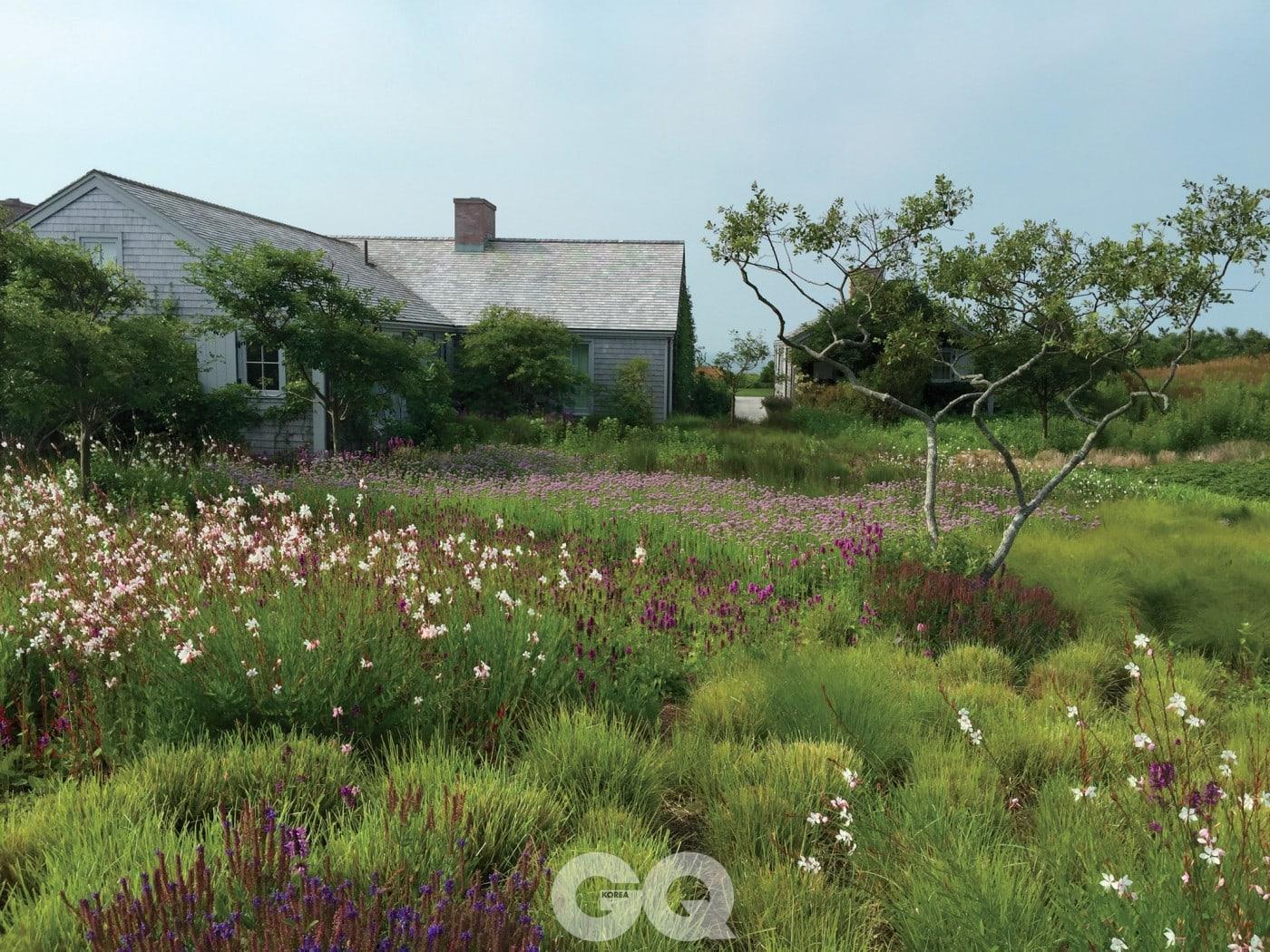 어느 계절에 고개를 돌려도 예쁜 사계절 정원을 계획할 것.
