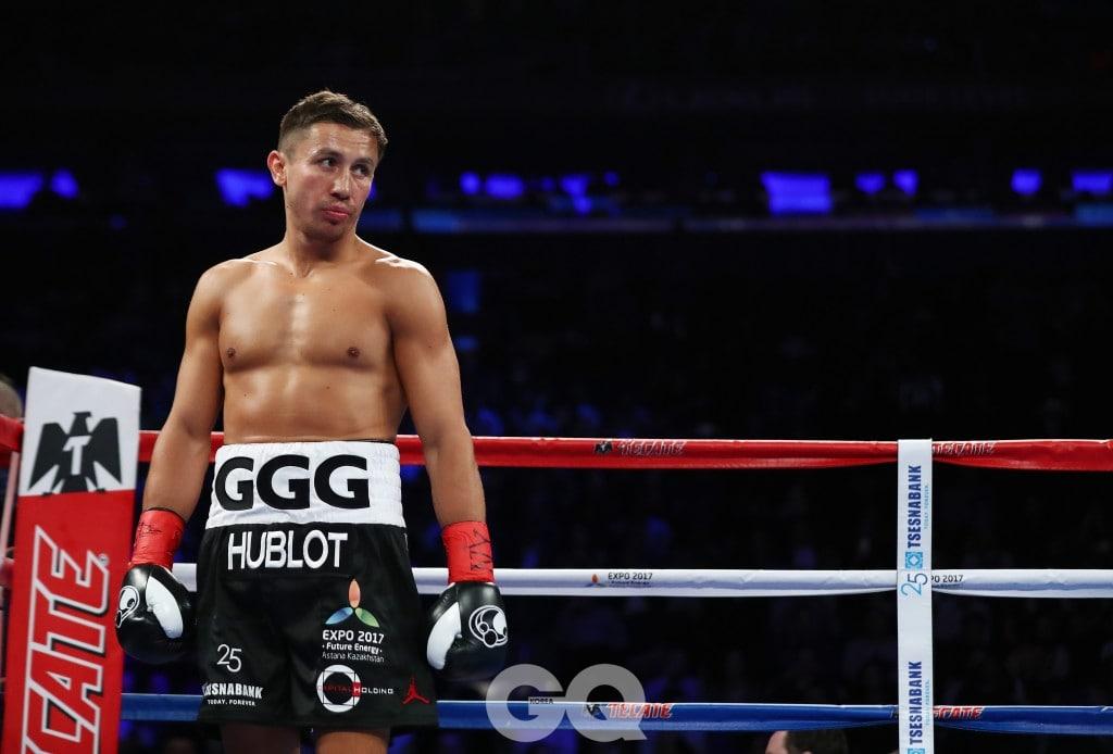 위블로의 로고가 새겨진 복서 팬츠를 입고 링 위에 선 게나디 골로프킨의 모습.