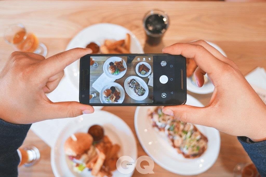 반대파의 대표 주자 셰프 미셸 루. 그는 음식 사진을 찍는 사람들을 보면 화가 치밀어 오른다고 한다.