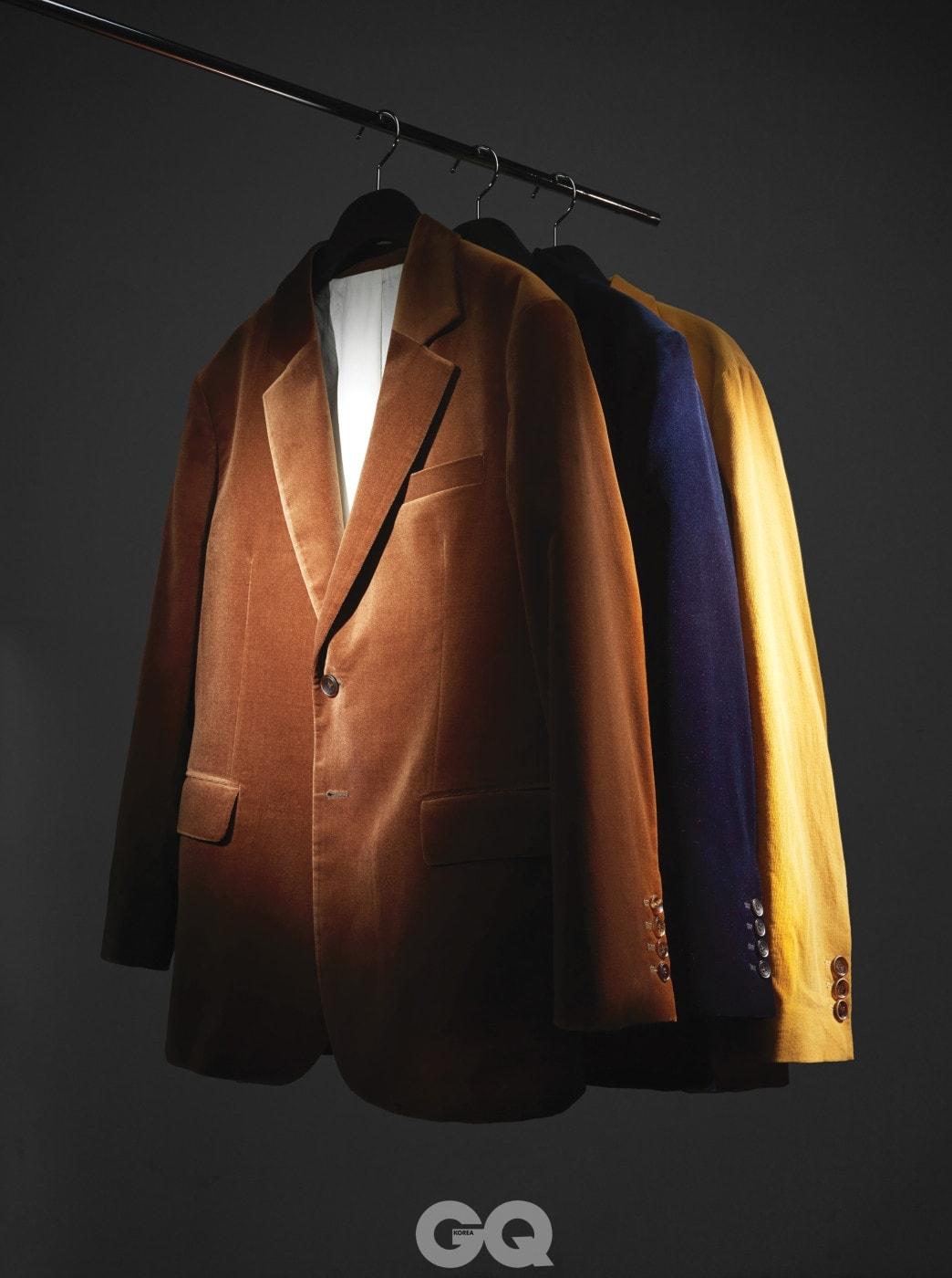 갈색 벨벳 재킷, 남색 벨벳 재킷, 겨자색 파인 코듀로이 재킷 65만원, 모두 로리엣.