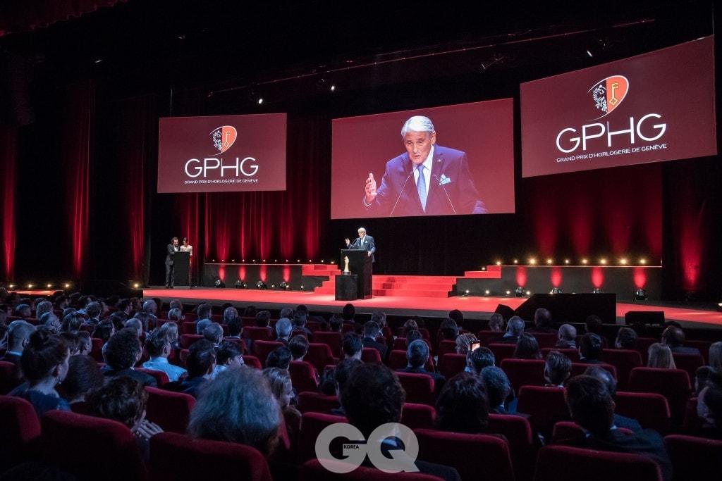 GPHG의 위원장인 카를로 람프레히트(Carlo Lamprecht)의 GPHG 행사 연설 모습.