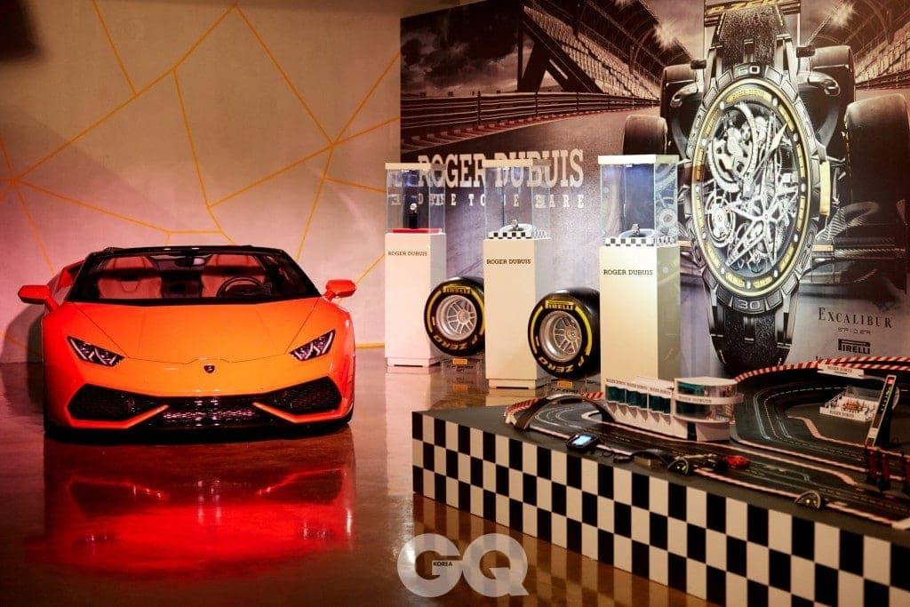 행사에는 피렐리 타이어가 장착된 람보르기니의 슈퍼카들이 로저드뷔 시계와 함께 전시되어 눈길을 끌었다.