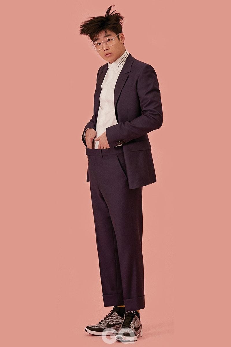 수트 가격 미정, 셔츠 가격 미정, 양말 14만원, 모두 구찌. 안경 22만5천원, 뮤지크. 스니커즈 79만원대, 나이키 하이퍼어댑트 1.0 SK.
