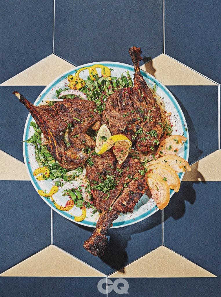 Lamb Chop Kebab 산에서 자란 야생 타임 가루로 양념한 양 갈비 구이로 양 특유의 냄새보다는 허브의 향긋함이 인상적이다.