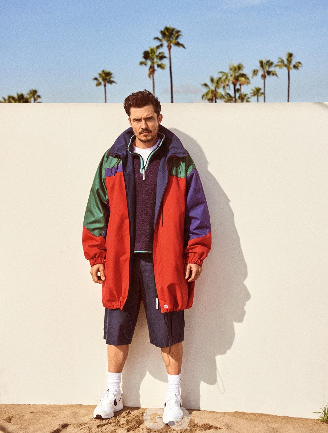 재킷, 스웨터, 바지, 모두 마틴 로즈. 티셔츠, 선스펠. 스니커즈, 나이키. 양말, 폴로 랄프 로렌.