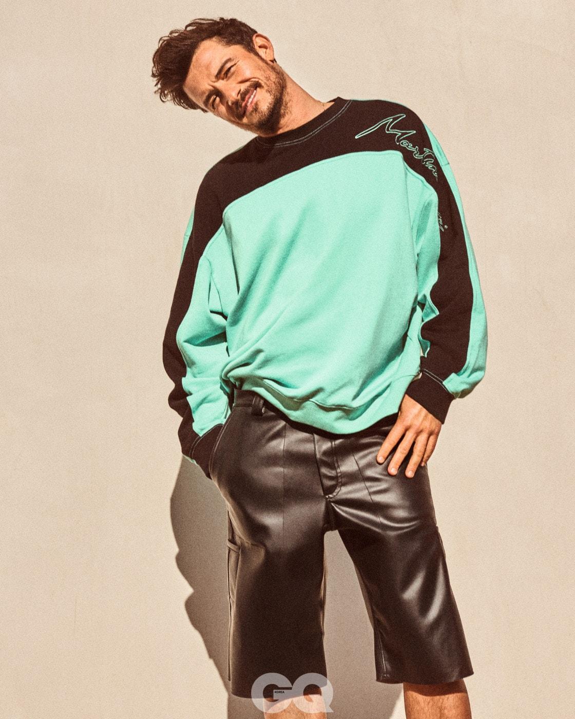 스웨트 셔츠, 마틴 로즈. 레더 쇼츠, 패트릭 에르벨.