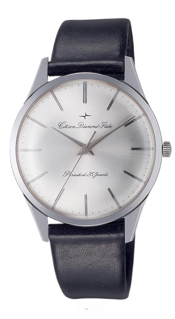 시티즌은 1962년에 수동 무브먼트를 탑재한 케이스 두께 2.5mm의 다이아몬드 플래이크를 선보여 '세상에서 가장 얇은 시계'의 기록을 세웠을 만큼 기계식 시계 제조에도 탁월했다.