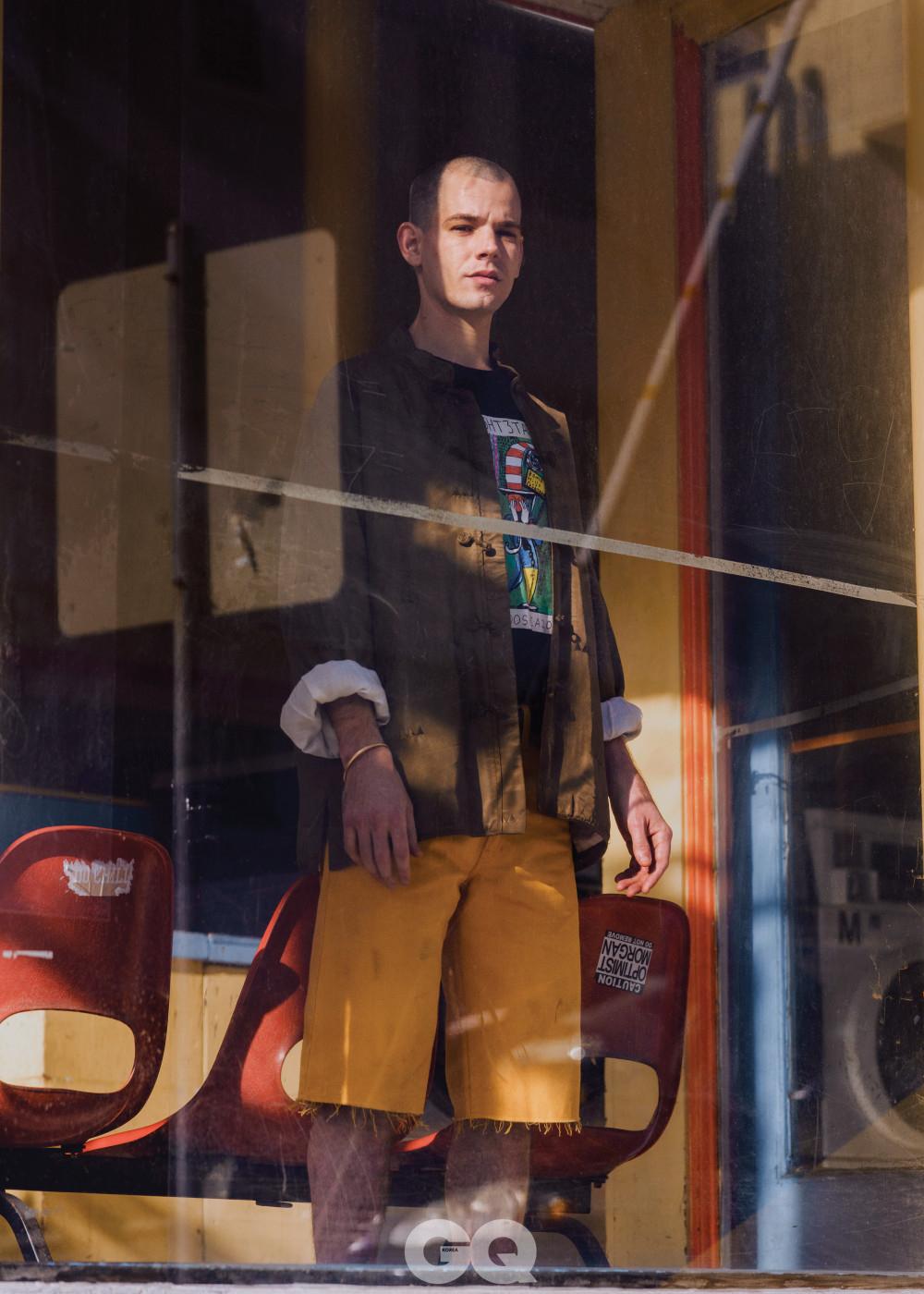 재킷 가격 미정, 비스빔. 티셔츠 가격 미정, GX1000. 쇼츠 $590, 구찌.