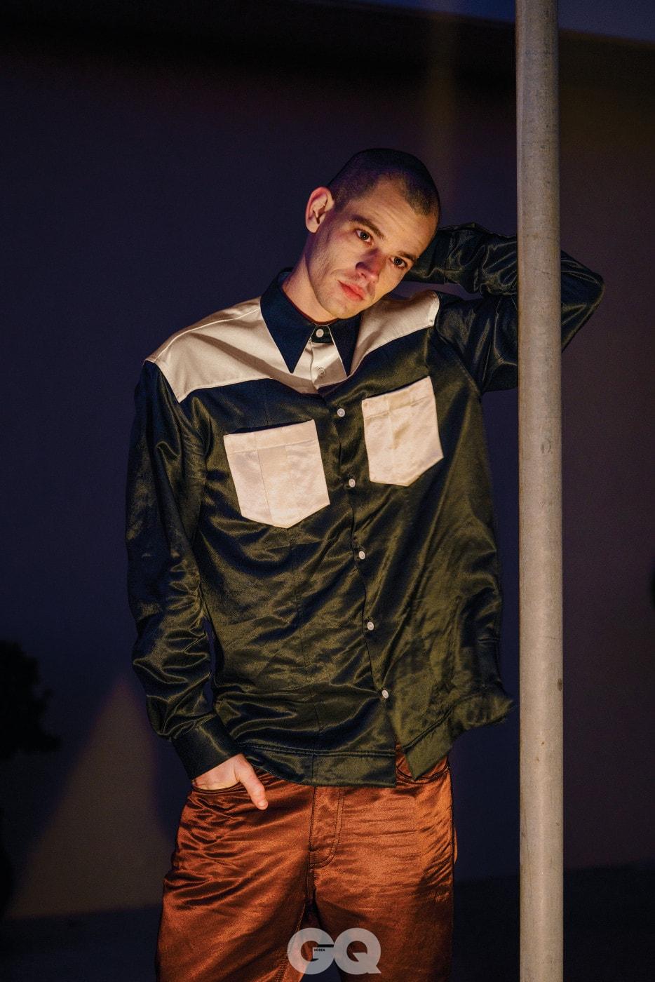 셔츠 $1,100, 팬츠 가격 미정, 모두 캘빈클라인 205W39NYC.
