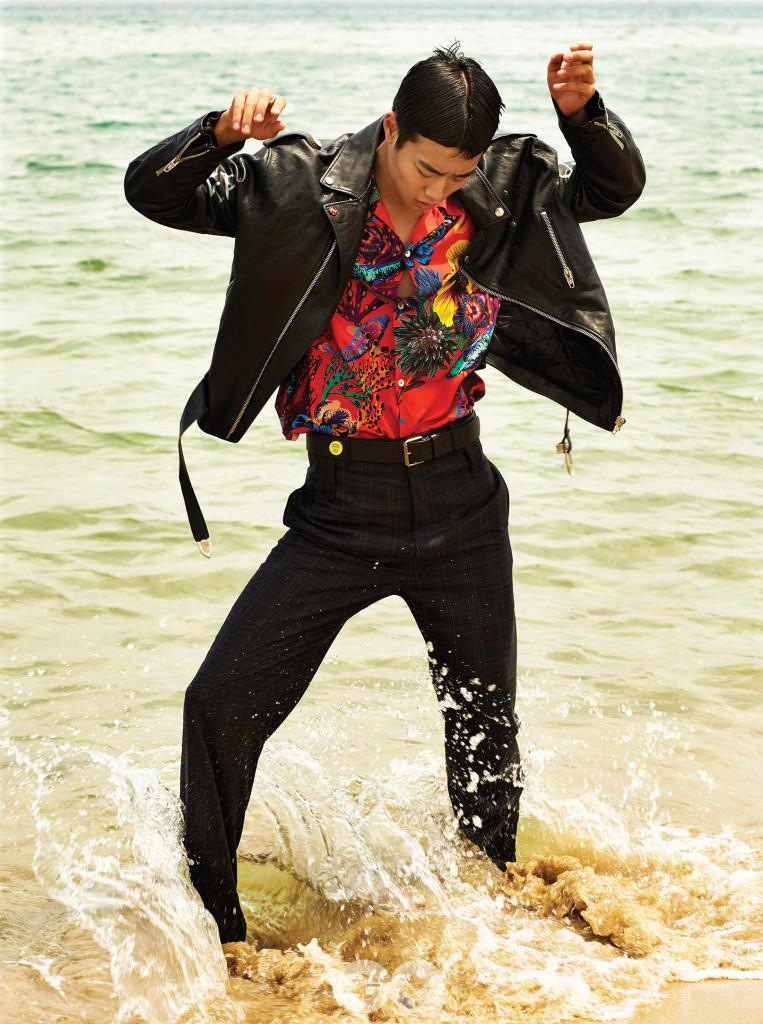가죽 재킷, 팬츠, 벨트 가격 미정, 모두 발렌시아가. 하와이안 셔츠 47만원, 폴스미스.