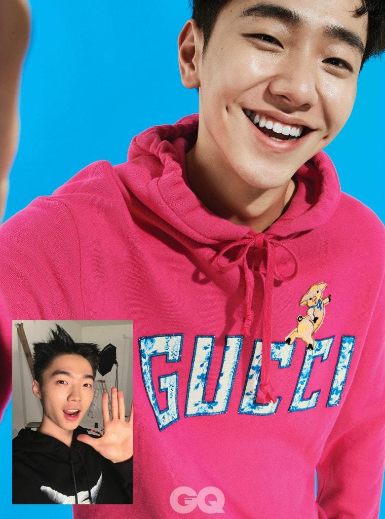 핑크 후드 티셔츠 1백70만원, 구찌. 블랙  후드 티셔츠 39만원, 준지.