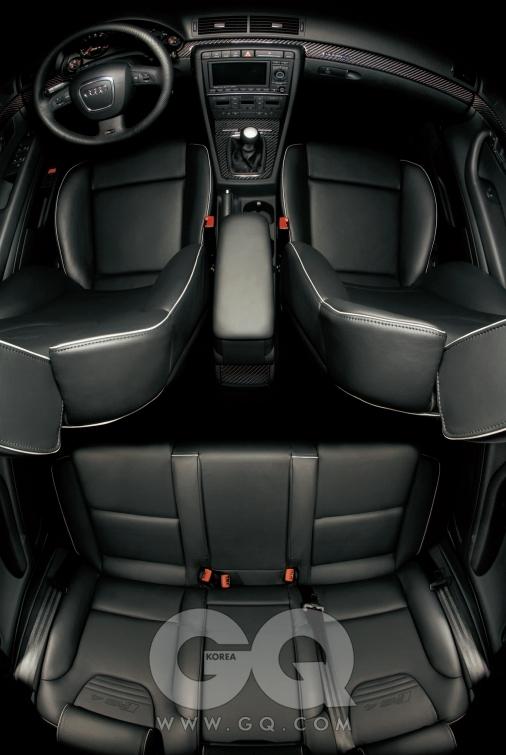 아우디 RS4. 4.2리터 V6 엔진, 420마력/43.9kg·m, 5인승,  1억4천5백50만원.