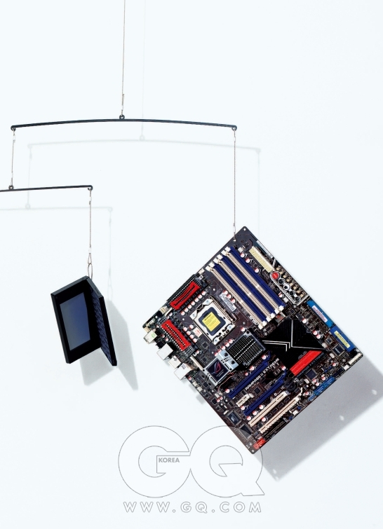 영어관련 사전만 해도 27종이나 되는 UD100B는 8GB모델이 30만원대 후반, 에이트리. 코어 i7을 지원하는 램페이지 II 익스트림은 60만원대 후반, 아수스.