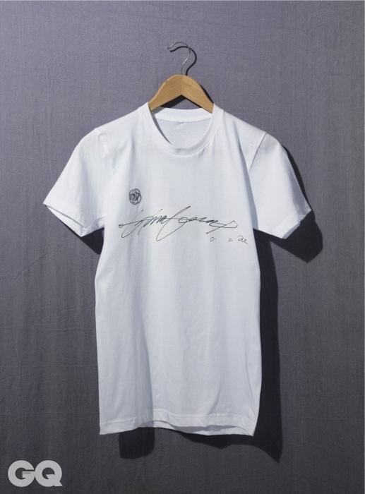 이 티셔츠는 그래픽 디자이너 박창용이 이미자의 사인을 전사해 만들었다.