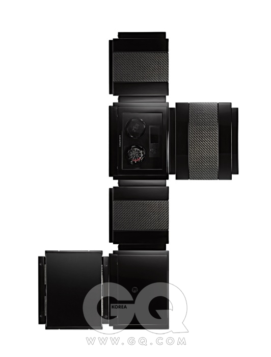 카본과 나무로 이루어진 상자 내부에 오토매틱 시계 두 개를 보관할 수 있는 시계 보관함, 타임 무버 밴티지 2 카본 3백만원, 부벤&줴르벡.