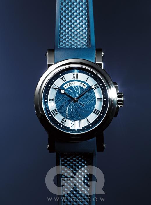 셀프 와인딩 무브먼트와 기로셰 무늬가 새겨진 다이얼로 이루어진 39mm 케이스 시계 마린 5817ST 1천8백20만원, 브레게.