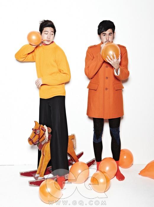 왼쪽부터) 오렌지색 니트 가격 미정, 질 샌더. 팬츠 가격 미정, 알라니. 코트 가격 미정, 버버리 프로섬. 워머 가격 미정, 프라다.
