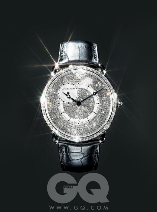 10개의 아라비아 숫자, 다이얼 전체가 다이아몬드로 세팅된 시계 '롱드 루이 까르띠에 XL' 8천6백만원, 까르띠에.