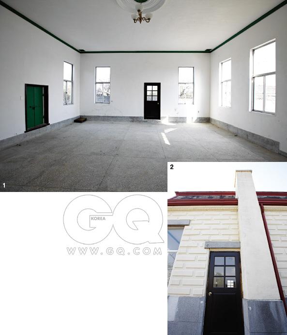 1. 김제 일본식 농장 사무소 실내 모습. 다양한 각도에서 빛이 흠뻑 들어온다. 2.  내부로 들어가는 문은 항상 굳게 닫혀 있다. 시대극 촬영지로 많이 사용된다.