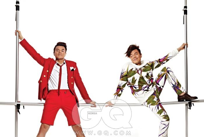 빨간색 재킷 곽현주, 화이트 셔츠 버버리 프로섬, 쇼트 팬츠 빈폴, 포켓치프와 선글라스 에르메네질도 제냐. 극락조가 프린트된 스웨트 셔츠와 팬츠는 모두 지방시 by 무이. 구두는 보테가 베네타.