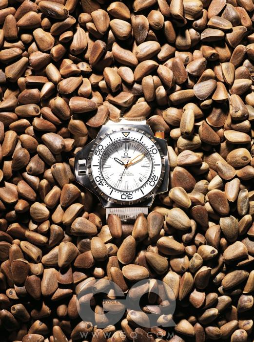 1200미터심해에서도 끄떡없는 다이버 시계. 시마스터 플로 프로프 1천만원대, 오메가.