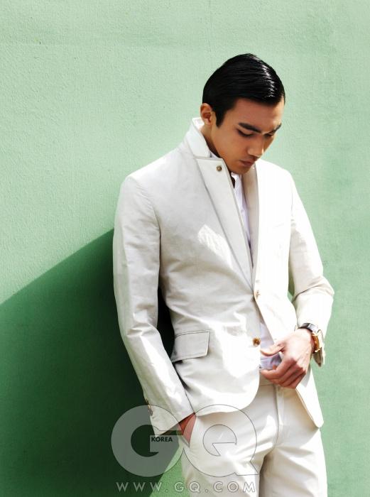 리넨 수트와 흰색 셔츠 가격 미정, 모두 에르메스. 빈티지 1945 XXL 시계, 4천4백만원대, 제라드 페리고.