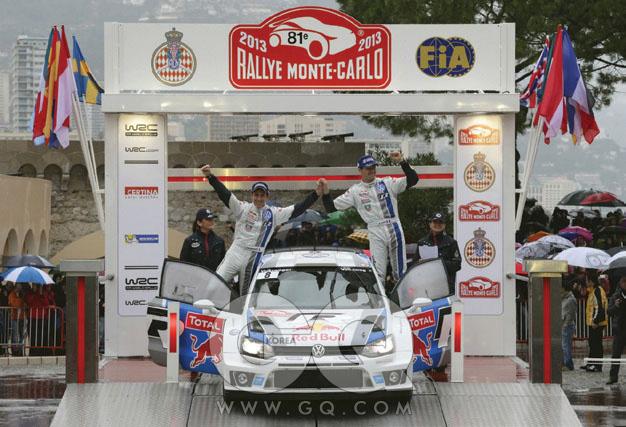 WRC & POLO폭스바겐 폴로가 WRC에 출전한 건 올해가 처음이다. 이후스웨덴 2회전과 멕시코 3회전에서 연달아 우승했다. 몬테카를로 1회전에서는 준우승이었다. 랠리용 폴로는 최고출력 315마력, 최대토크 43.3kg.m을 낸다. 시속 100킬로미터 가속 시간은 3.9초다. 한 회사의 기술력, 차체와 엔진의 내구성을 증명하는 데 WRC 만한 무대는 없다. F1에 비견하는 영향력을 행사하는 경주이면서, 양산차를 바탕으로 튜닝해야 한다는 규정까지 갖췄기 때문이다. WRC에 출전하는 레이싱카의 바탕이 곧 한국에 출시되는 폴로와 같은 셈이다.