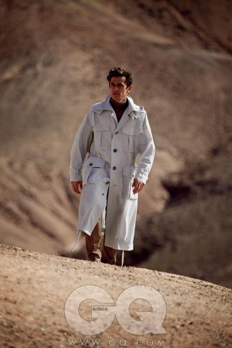 코트와 니트,팬츠 가격 미정,모두 루이 비통.