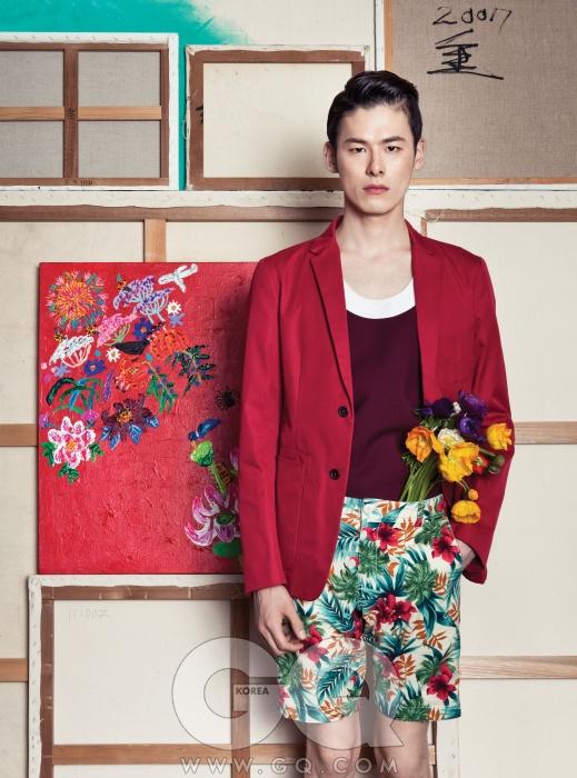 빨간색 면 재킷가격 미정,질 샌더.슬리브리스 톱가격 미정,프라다. 꽃무늬쇼츠 6만8천원,라이풀 by레이어.