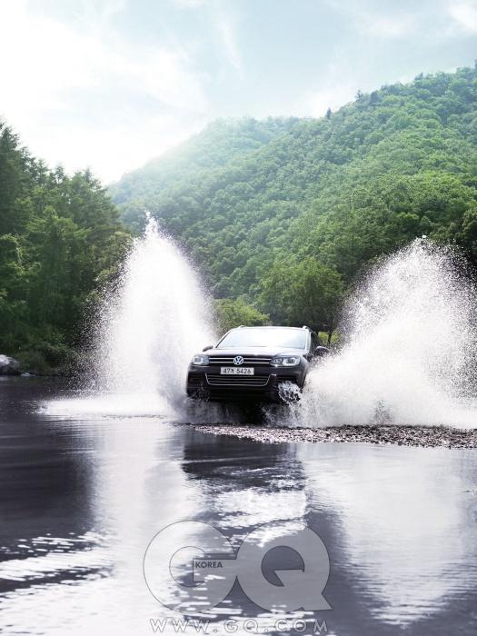 엔진 4,134cc V8 디젤최고출력 340마력최대토크 81.6kg.m공인연비 리터당 9.7킬로미터0->100km/h 5.8초가격 1억 1천40만원