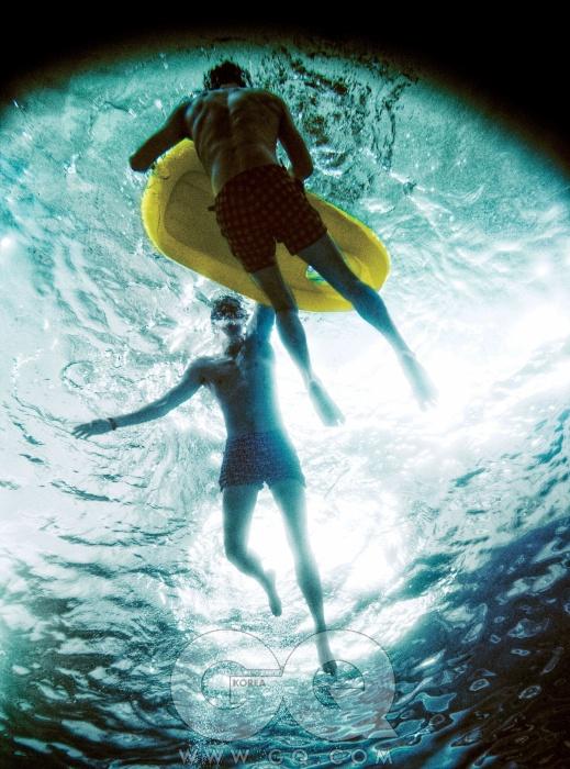 왼쪽부터) 옵티컬무늬 수영복 가격미정 댄워드.시계 가격 미정,사각 체크 무늬수영복 가격 미정,모두 루이 비통.