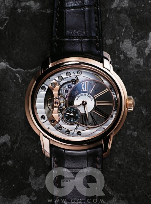 디스크 형태의타원형 다이얼이특징인, 직경 47mm의화려하고 독특한 시계.밀리너리 41015천2백만원대,오데마 피게.