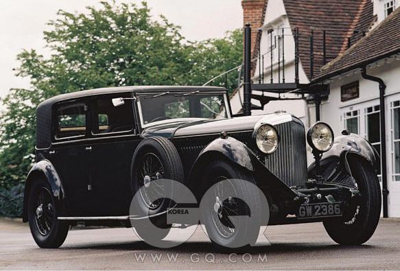 8리터(1930~1932) 현재 생산되고 있는 벤틀리 뮬산의 시초.극도로 호화롭고 2년 동안 단 100대만 생산했다.
