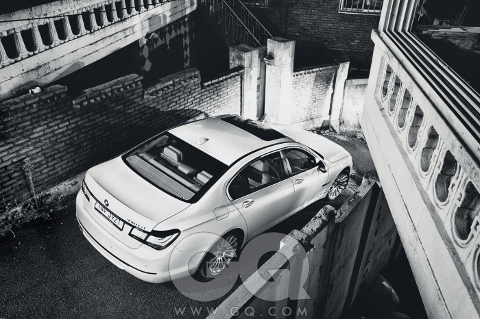 엔진 2,979cc 직렬 6기통 가솔린최고출력 320마력최대토크 45.9kg.m공인연비 리터당 9.9킬로미터0->100km/h 5.7초가격 1억 3천5백10만원