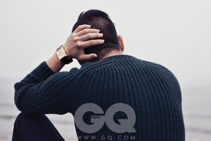 스웨터, 팬츠가격 미정, 모두우영미. 시계4천4백만원,제라드 페리고.