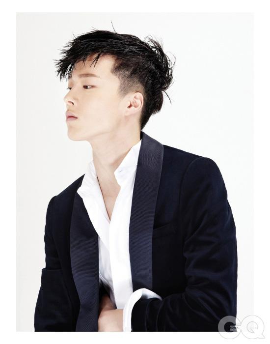 숄칼라 이브닝 재킷 가격 미정, Z 제냐. 이브닝 셔츠 가격 미정, 디올 옴므.