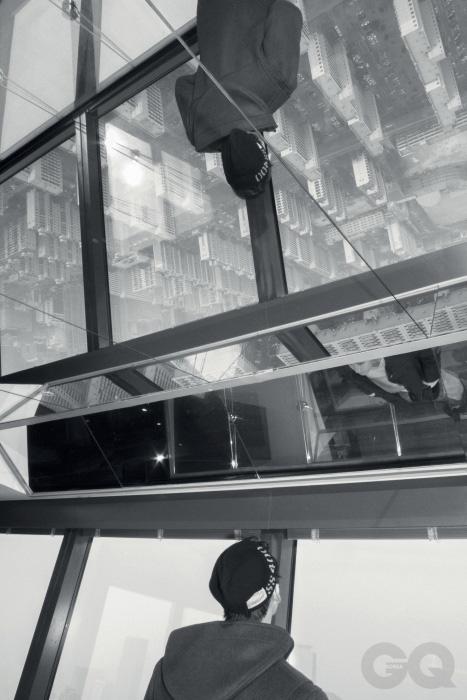 더플코트 48만원, 몽고메리 by 오쿠스. 네이비 워치 캡 8만7천원, 리얼 맥코이즈 by 오쿠스.