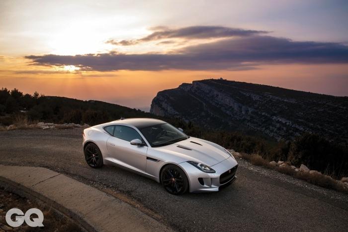 엔진 V6 3.0 가솔린 슈퍼차저 배기량 2,995cc 변속기 자동 8단 구동방식 후륜구동 최고출력 360마력 최대토크 45.9kg.m 0~100km/h 5.3초 최고속도 시속 275킬로미터