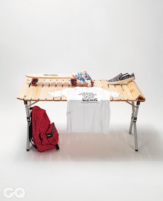 6 티셔츠 5만8천원, 뉴키즈 노앙. 크루저 보드 22만5천원, 샤카스틱스 by 서프코드. 선캡 9만8천원, 파리게이츠. 백팩과 스니커즈 가격 미정, 모두 생로랑.