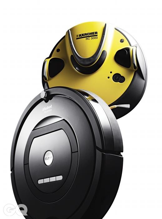 [카처 RC3000] 출시된 지 10년 가까이 되었지만 여전히 가장 로봇다운 로봇 청소기다. 먼지가 다 차면 충전 장치로 돌아와서 먼지를 알아서 빼낸다. 사용자는 충분히 청소한 다음 충전 장치에 있는 통을 비우기만 하면 된다. 아직까지 이와 비슷한 기능을 지닌 제품은 없다. 최근 출시된 로봇 청소기처럼 벽을 타거나 물걸레를 탑재하거나 정지 센서와 같은 편의 기능은 전혀 없지만, 고장이 잘 나지 않는다. 어떤 로봇 청소기보다 튼튼한하다. 하지만 진짜 로봇처럼 비싸다. 1백98만원. [아이로봇 룸바 770] 룸바는 로봇을 만드는 회사가 만든 청소기다. 그래서인지 생긴 모습 또한 진중한 편이다. 특히 룸바의 7시리즈는 벽타기를 잘한다. 벽면을 타고 벽과 바닥 사이 구석구석을 제대로 쓸어 담는다. 게다가 쓸었던 곳을 세 번 이상 쓸어 담는다. 빨아들이는 힘도 만족스럽다. 반면 엄마가 들기에 무게는 좀 무겁다. 79만원.