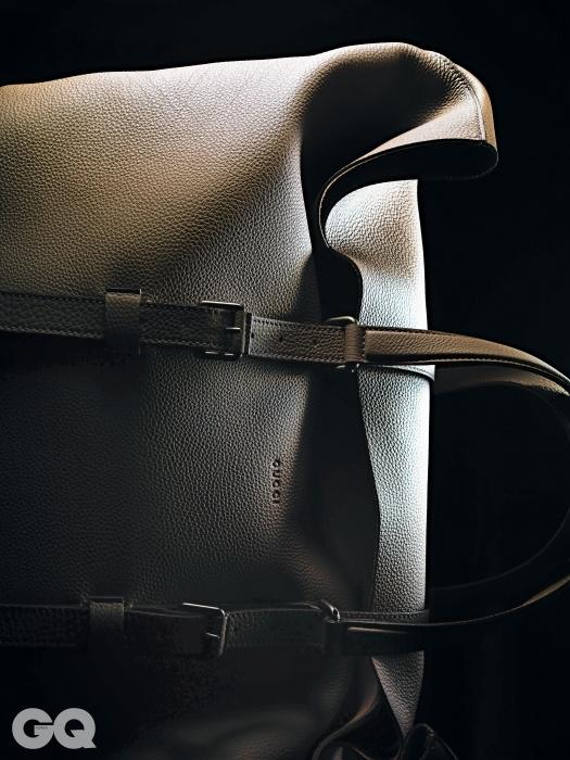 안감이 없어 아주 가볍고 유연한 누벨바그 더플백 4백54만원, 구찌.