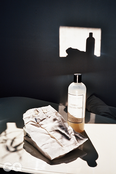 남성 속옷의 고전인 흰색 박서 49유로, 쉬서. 더없이 청결한 향을 풍기는 섬유유연제 '패브릭 컨디셔너 클래식' 3만3천원, 런드레스.